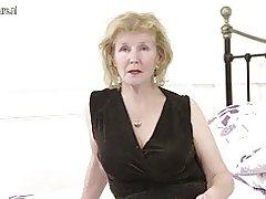 Calenta britànic mestressa de casa jugant amb el seu cony